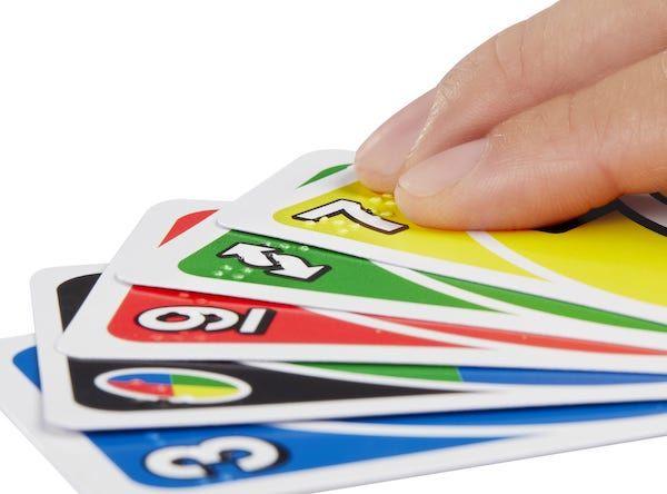 UNO rediseña sus tarjetas para personas con discapacidad visual